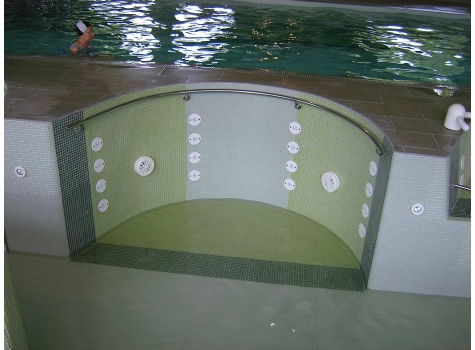 Photo n°1 : HYDROMASSAGE ANIMATIONS IN SWIMMING POOL
